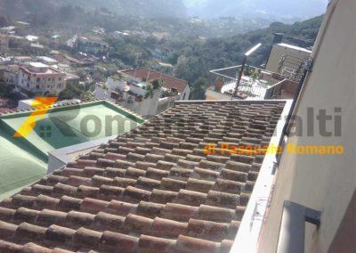 copertura-balcone-con-legno-lamellare-e-tegole-antiche-1