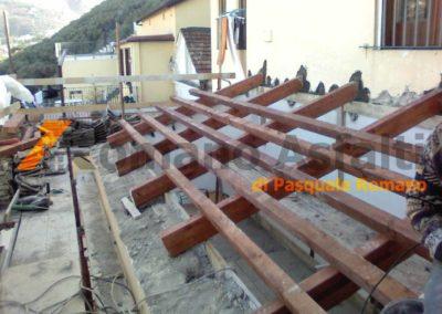 copertura-balcone-con-legno-lamellare-e-tegole-antiche-10