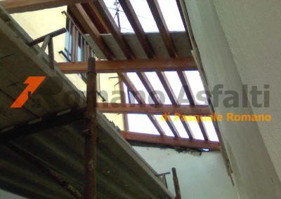 copertura-balcone-con-legno-lamellare-e-tegole-antiche-11