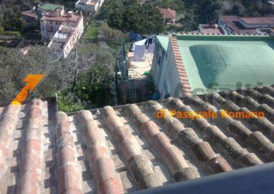 copertura-balcone-con-legno-lamellare-e-tegole-antiche-2