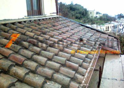 copertura-balcone-con-legno-lamellare-e-tegole-antiche-3