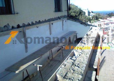 copertura-balcone-con-legno-lamellare-e-tegole-antiche-6