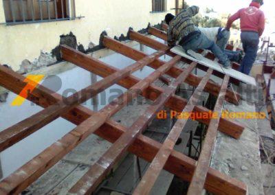 copertura-balcone-con-legno-lamellare-e-tegole-antiche-8