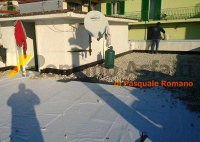 tetto-rovescio-tradizionale-misto-ghiaia-e-passerella-in-pavimento-galleggiante-10
