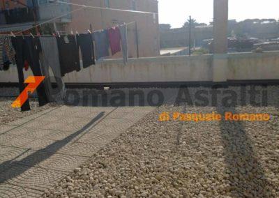 tetto-rovescio-tradizionale-misto-ghiaia-e-passerella-in-pavimento-galleggiante-11