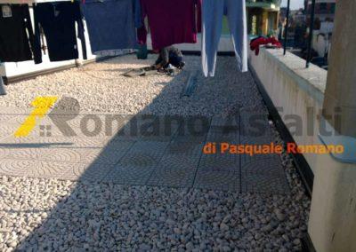 tetto-rovescio-tradizionale-misto-ghiaia-e-passerella-in-pavimento-galleggiante-12