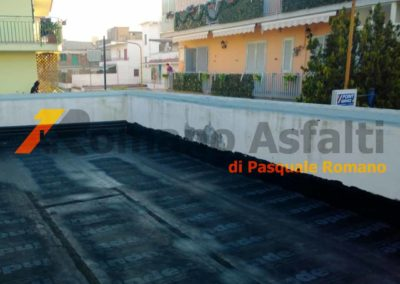 tetto-rovescio-tradizionale-misto-ghiaia-e-passerella-in-pavimento-galleggiante-2