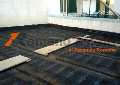 tetto-rovescio-tradizionale-misto-ghiaia-e-passerella-in-pavimento-galleggiante-3