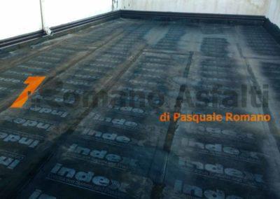 tetto-rovescio-tradizionale-misto-ghiaia-e-passerella-in-pavimento-galleggiante-4