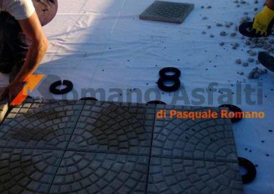 tetto-rovescio-tradizionale-misto-ghiaia-e-passerella-in-pavimento-galleggiante-5