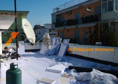 tetto-rovescio-tradizionale-misto-ghiaia-e-passerella-in-pavimento-galleggiante-6