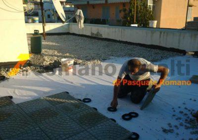 tetto-rovescio-tradizionale-misto-ghiaia-e-passerella-in-pavimento-galleggiante-9